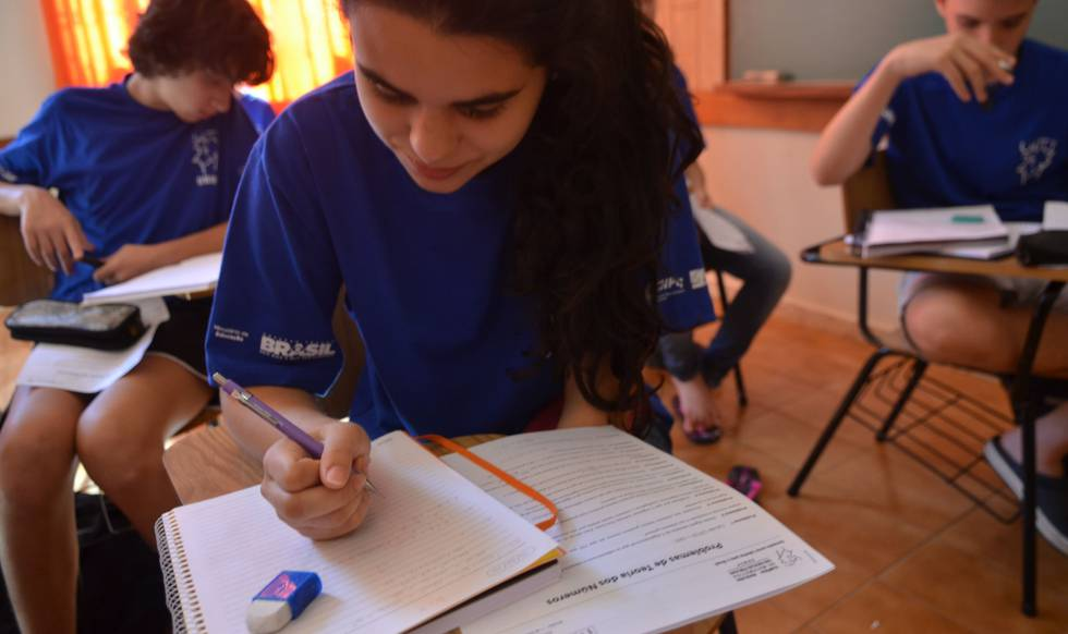 Alunos de escolas públicas participam de preparação especial para competições internacionais.