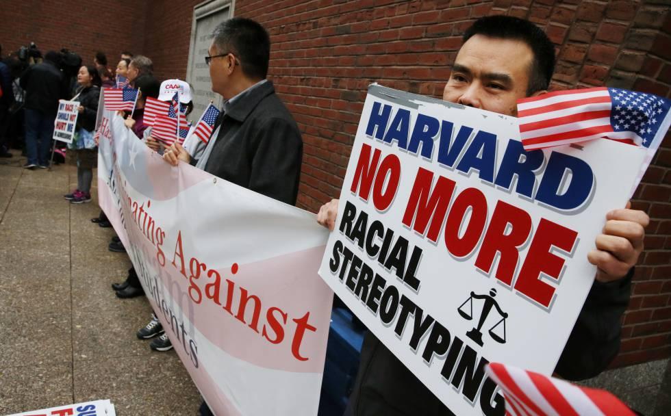 Protesto contra a discriminação positiva em Harvard.