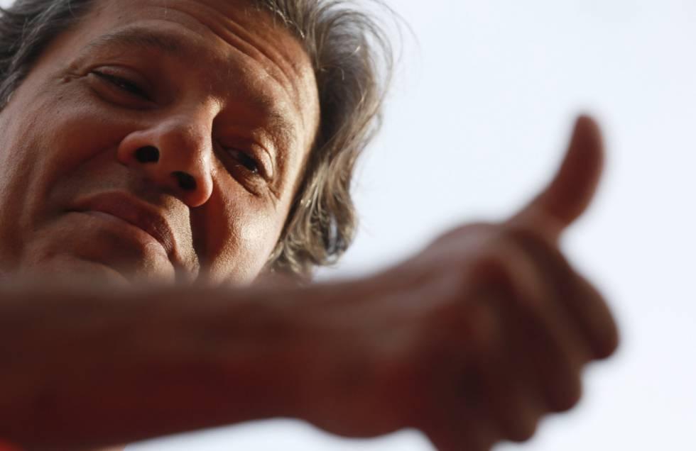Haddad durante um ato de campanha em Canoas (RS), nesta quinta-feira.