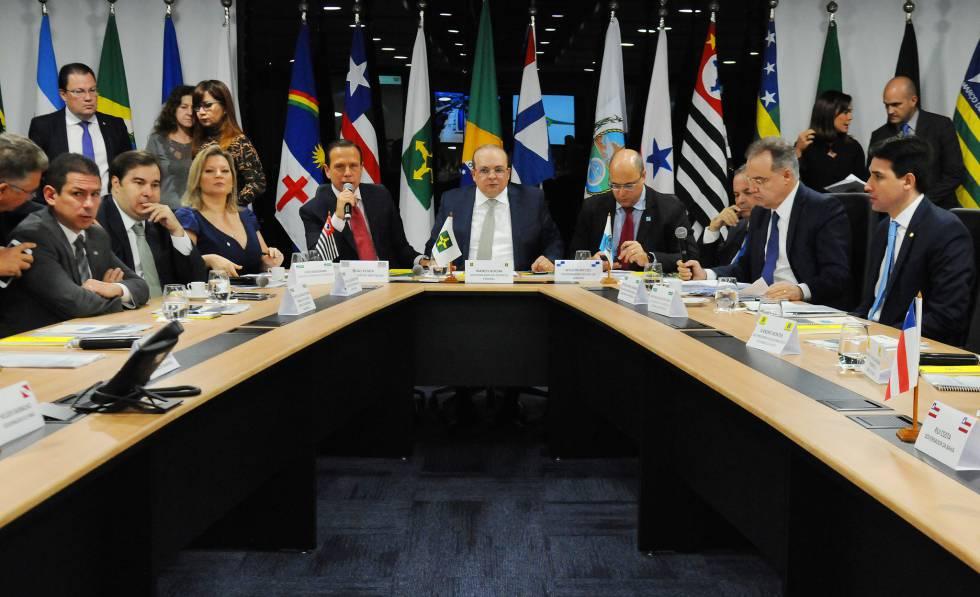 Governadores reunidos com deputados em Brasília.