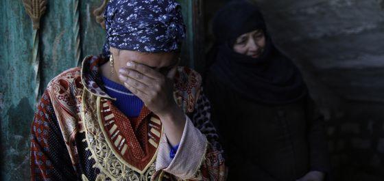 Familiares de um dos coptas supostamente assassinados pelo EI.