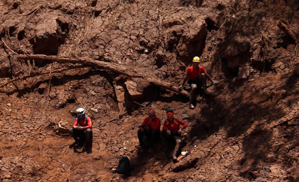 Equipe de resgate atua em Brumadinho