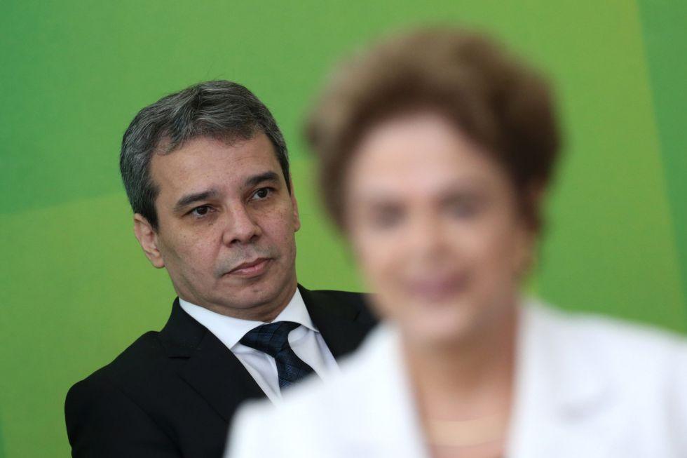 Cesar Lima e Silva ao fundo, atrás de Dilma em sua posse.