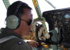 As autoridades de Kuala Lumpur ampliam a busca no mar de Andamão (noroeste) e solicitam ajuda à Índia As Forças Aéreas da Malásia negam ter dito que o avião desaparecido chegou à costa oeste do país