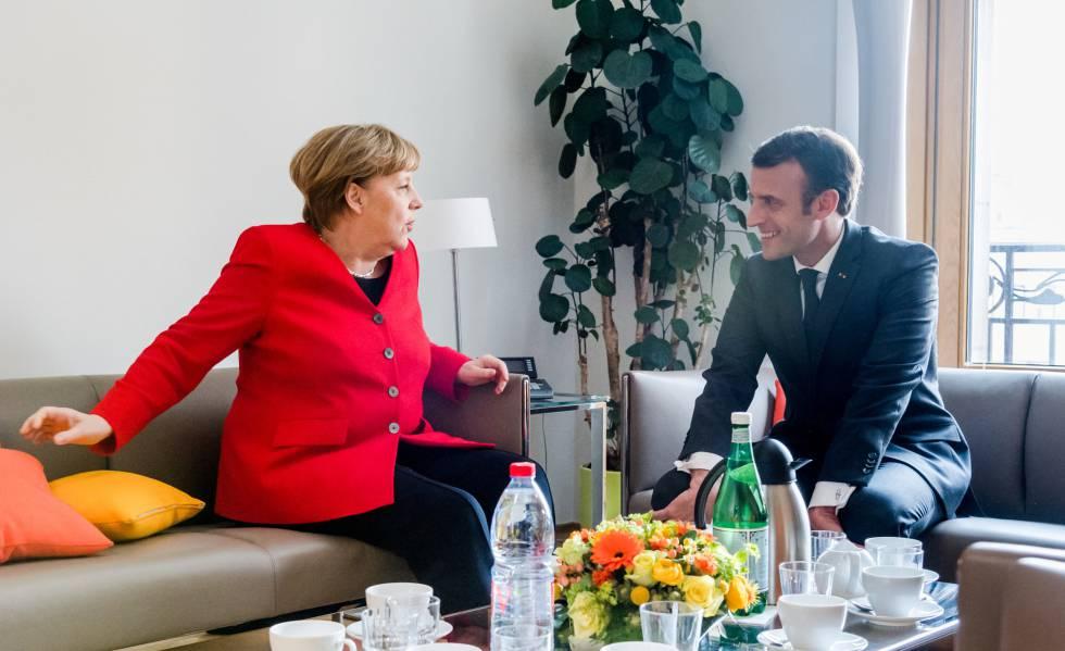 O presidente francês, Emmanuel Macron, e a chanceler alemã, Angela Merkel, na quinta-feira em Bruxelas