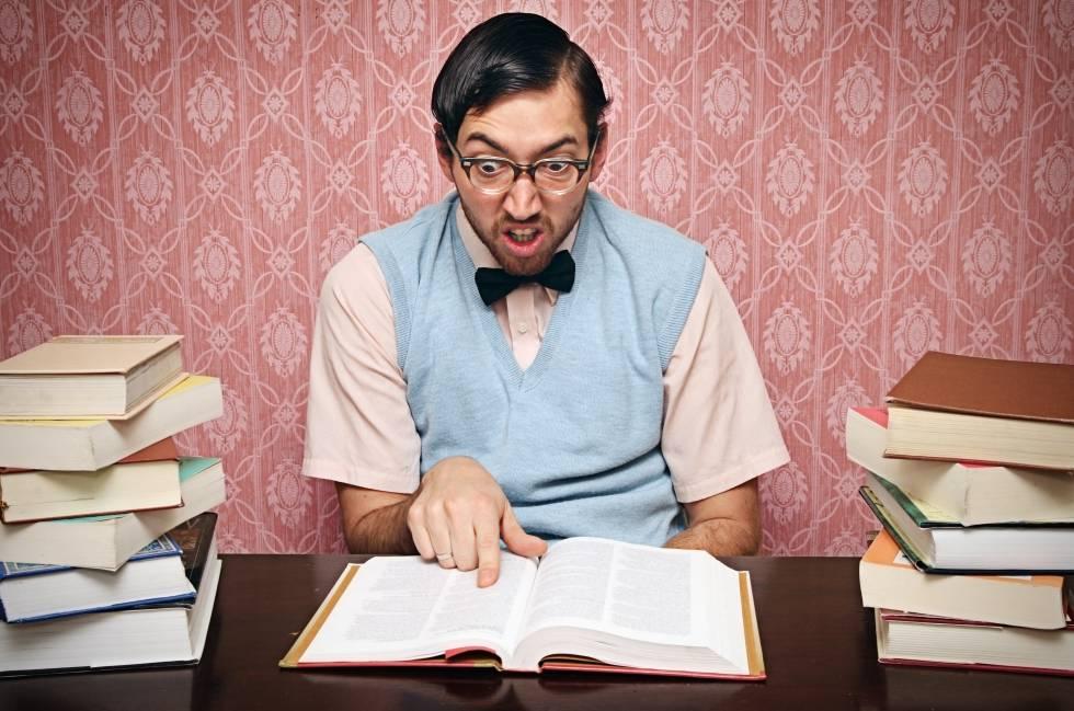 """Já dizia o filósofo Henry David Thoreau: """"Leia os bons livros primeiro, o mais provável é que não consiga ler todos""""."""