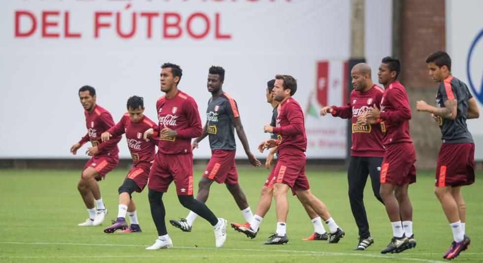 Treinamento da seleção do Peru antes de receber a Argentina em Lima.