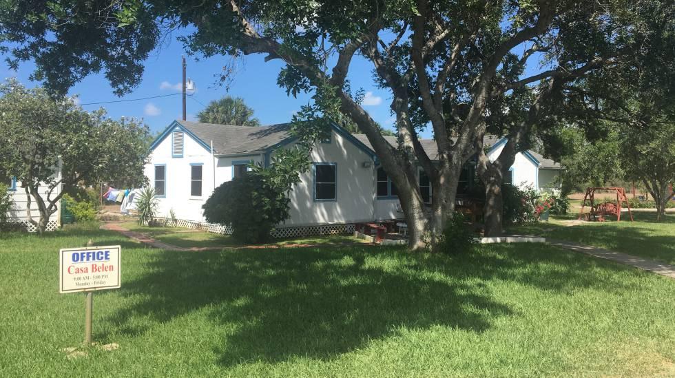 Exterior de uma das casas que fazem parte da Posada Providencia, um albergue para imigrantes ilegais, em San Benito, Texas