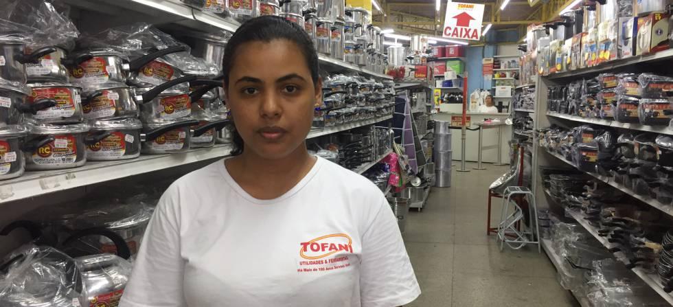Wenddy Barbosa, moradora de Santa Cruz, no Rio.