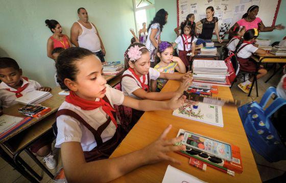 Crianças em uma escola de Havana.