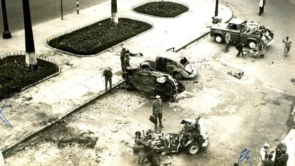 Destroços de explosão em frente à sede do Dops, em São Paulo, em 1968.