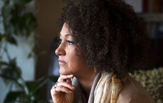 Rachel Dolezal em uma foto tirada em sua casa, em Spokane.
