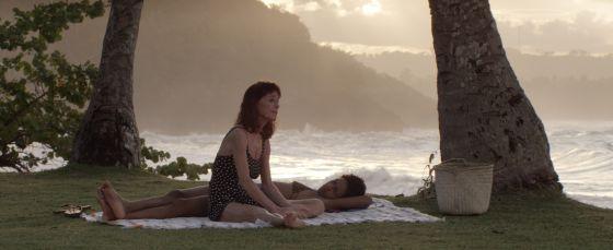 Geraldine Chaplin e Yanet Mójica em 'Dólares de areia'.