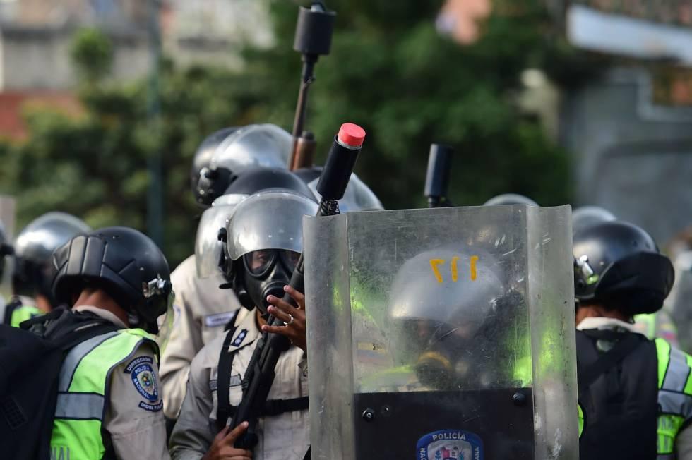 Membros da Guarda Bolivariana durante uma manifestação contra o regime de Maduro.