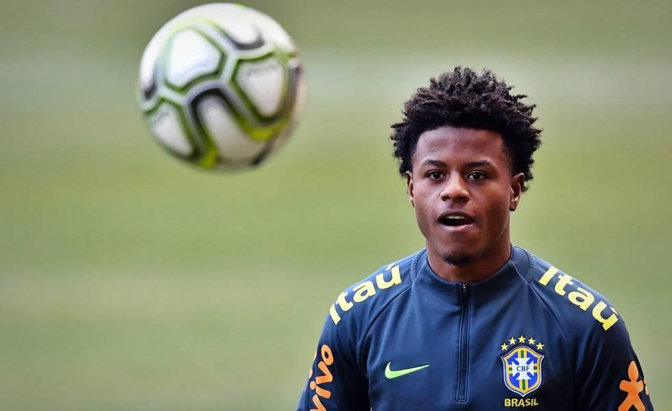 Lucas Santos em treino com a seleção brasileira.