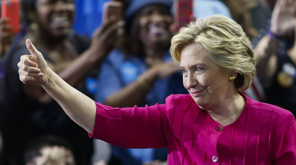 Clinton em um ato de campanha nesta sexta-feira.