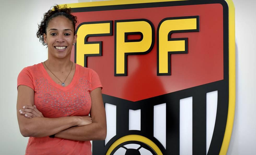 Aline Pellegrino coordena o futebol feminino na Federação Paulista.
