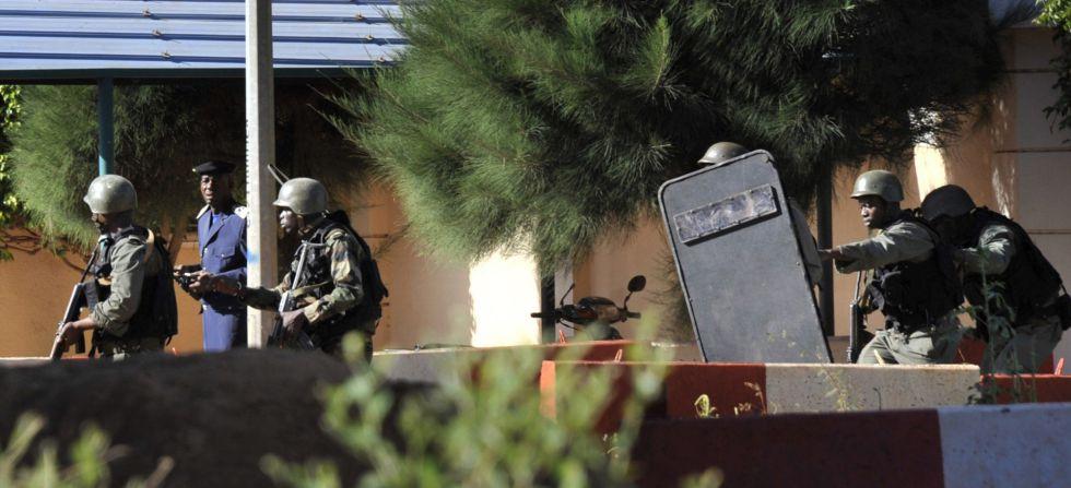 A televisão estatal do Mali assegura que 80 dos 170 reféns mantidos no hotel da capital Bamako foram liberados.