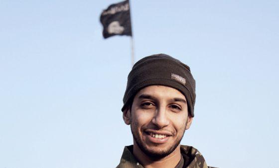 Foto de Abdelhamid Abaaoud na revista Dabiq em fevereiro.