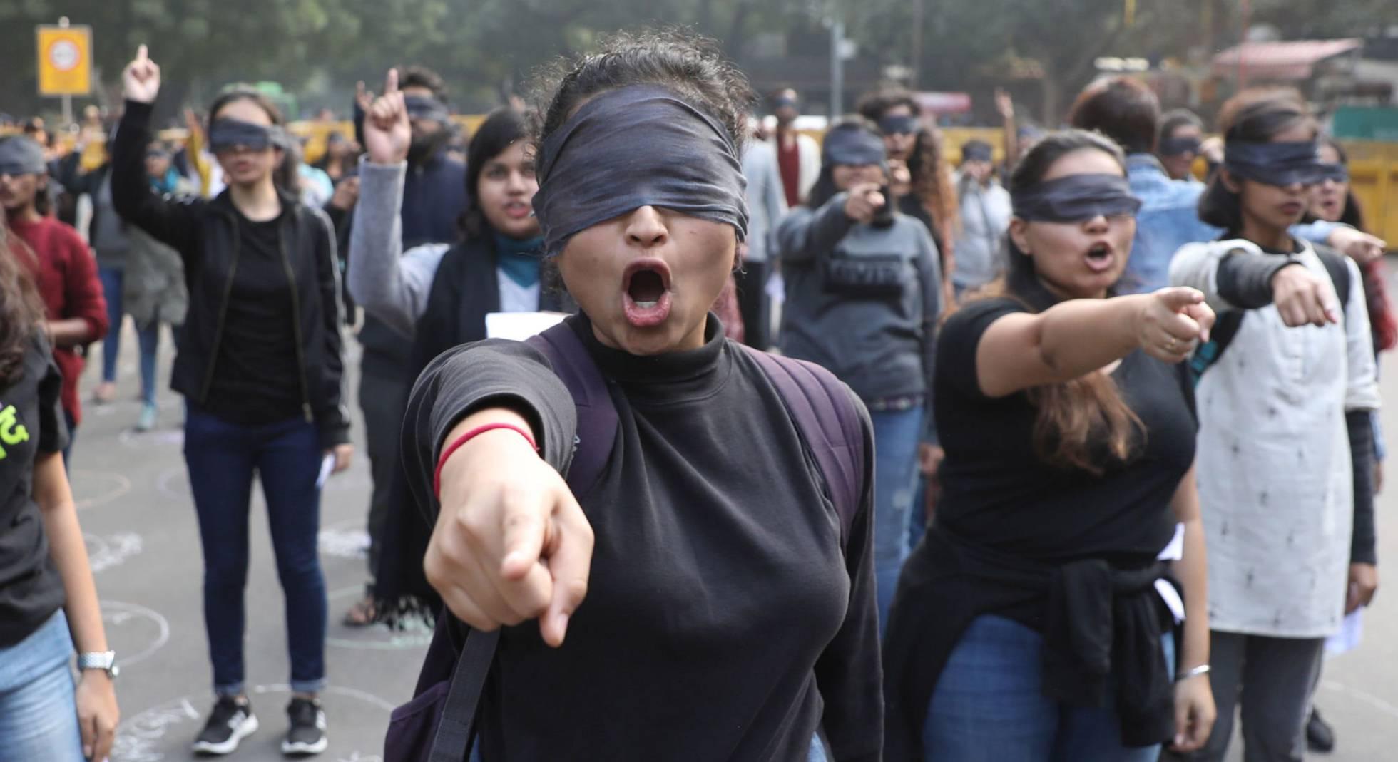 Activistas participar en la protesta en Nueva Delhi, este sábado.