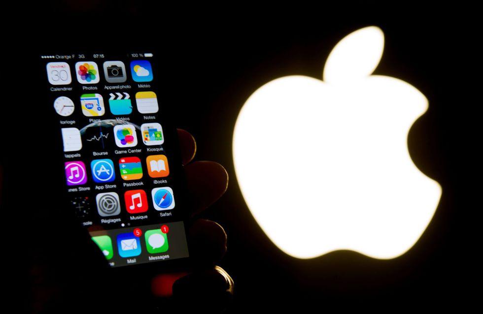 Imagem de um iPhone diante do logotipo da Apple.