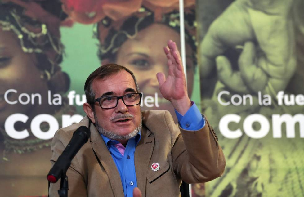 O líder da FARC, Rodrigo Londoño, conhecido como Timochenko, durante uma entrevista coletiva.