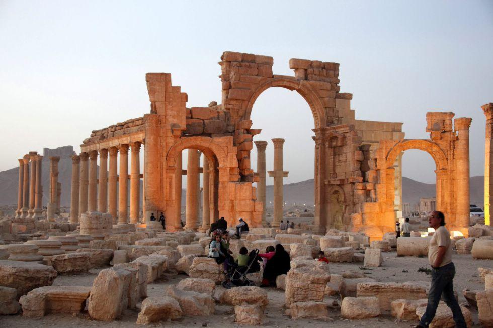 Imagem das ruínas de Palmira ocupada em novembro de 2015.