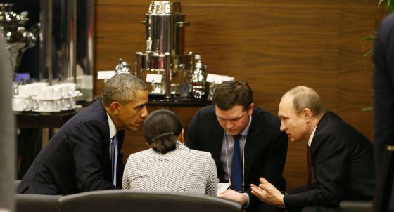 Obama (esquerda) e Putin (direita) durante reunião em Antalya (Turquia), onde se realiza a cúpula do G20 .