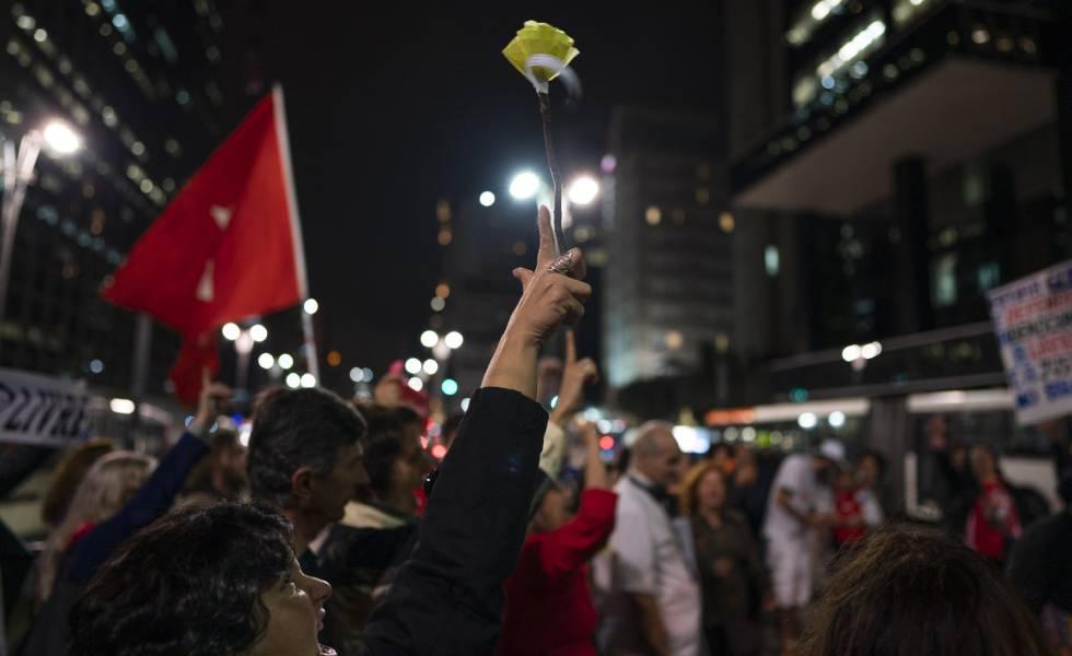 Manifestação de apoio ao jornalista Glenn Greenwald na quarta-feira, em São Paulo.