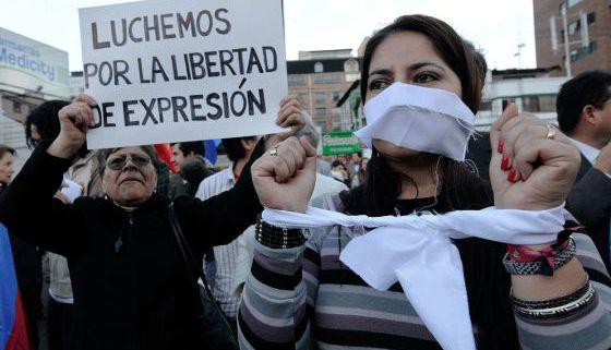 Manifestación pela liberdade de expressão, em Quito.