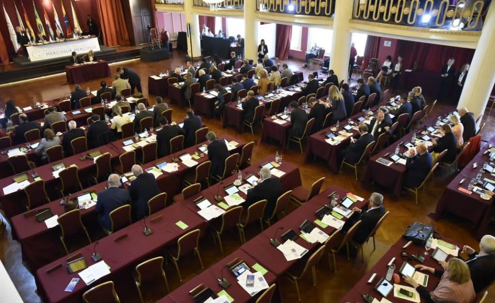 Última sessão ordinária do Parlasul em Montevidéu, em 1º de abril.