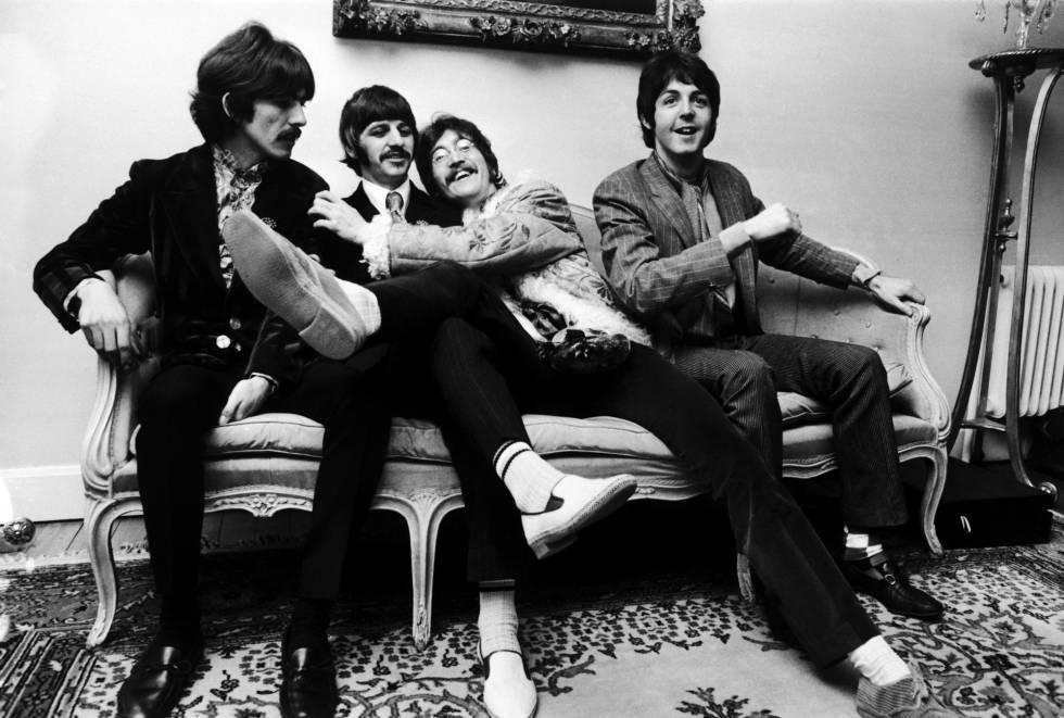 George Harrison, Ringo Starr, John Lennon e Paul McCartney (da esq. para a dir.) em Londres, em maio de 1967.