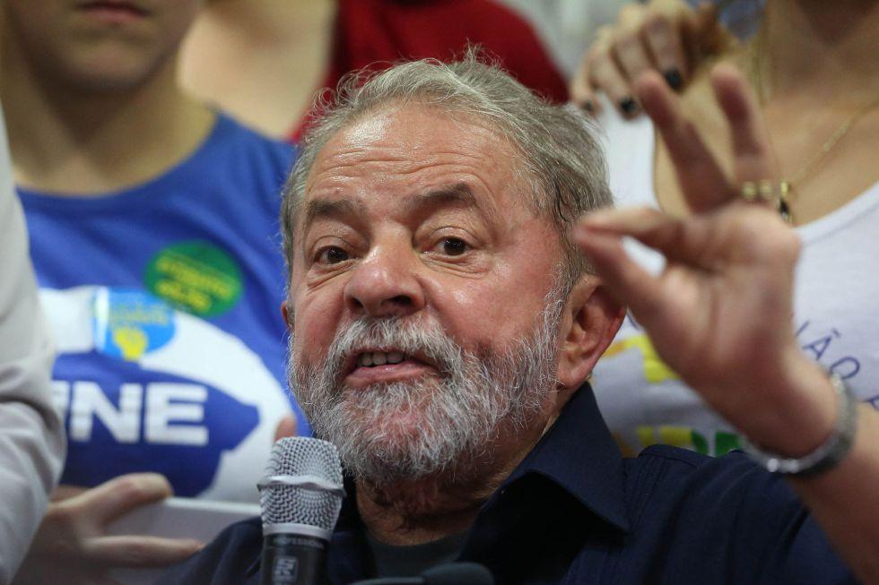 Lula em coletiva de imprensa após de sua condução coercitiva
