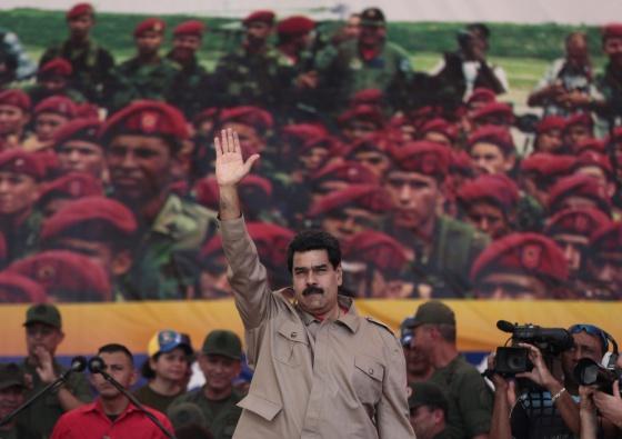 Maduro, apoiando às forças armadas venezuelanas, neste sábado