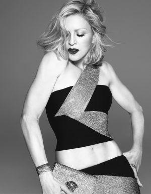 Madonna para a coleção primavera/verão 2015 de Versace.