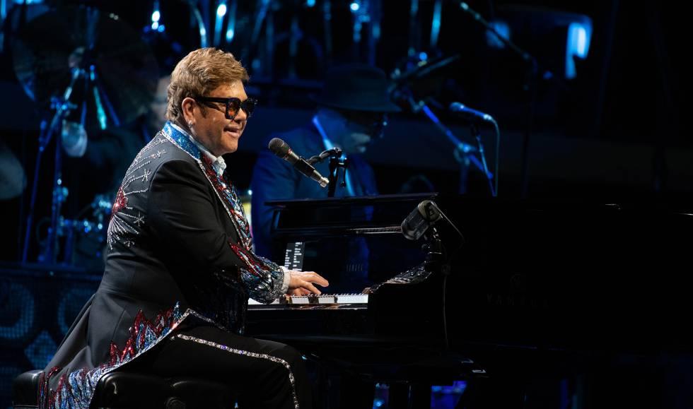 Elton John durante um show em Goteburgo (Suécia) em 19 de maio.