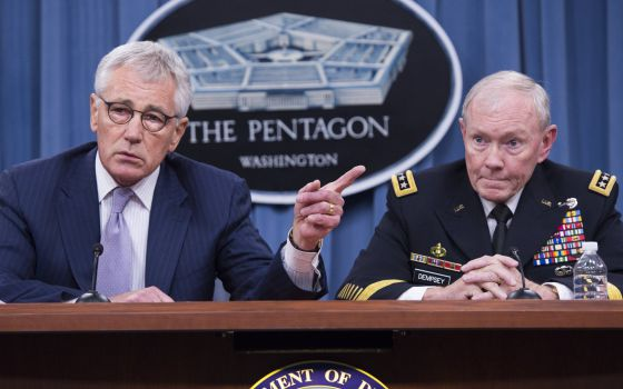 Os chefes do Pentágono explicam a operação para libertar Foley.
