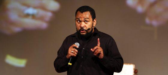 O comediante durante um atuação em 2010.
