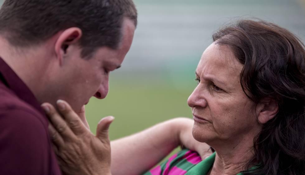 Guido Nunes e a mãe do goleiro Danilo.