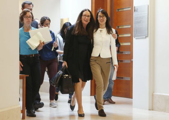 Ellen Pao, à direita, na saída do julgamento.