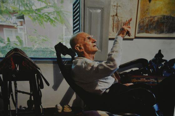 O escritor Ariano Suassuna em casa, em 2013.