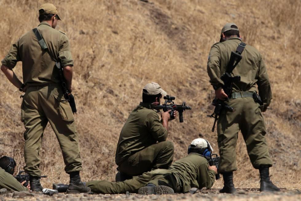 Soldados israelenses nas colinas do Golã, no começo de setembro.