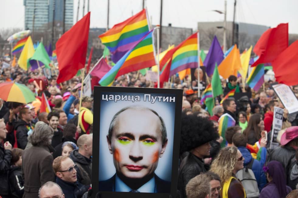 Imagem de Putin maquiado em uma manifestação pelos direitos LGBTI+ em Amsterdã (2013).