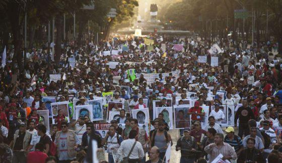 Uma manifestação no DF pelos 43 desaparecidos.