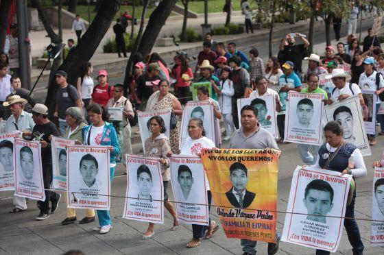 Manifestação após o desaparecimento de 43 estudantes em Iguala.
