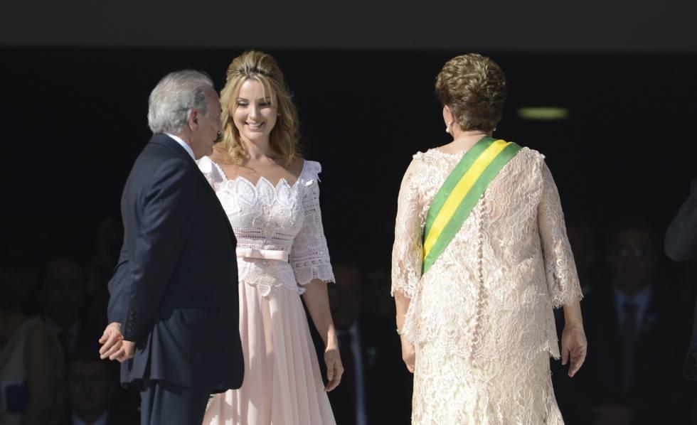 Michel Temer e a esposa, Marcela, ao lado de Dilma na posse da presidenta, em 2015.
