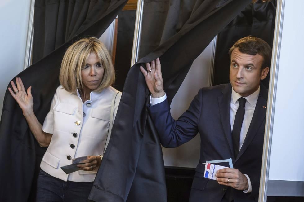O presidente Macron e sua esposa, Brigitte, votam em Touquet.