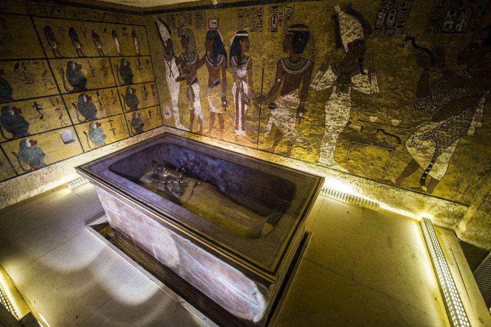 Vista do sarcófago de Tutancâmon em Luxor.