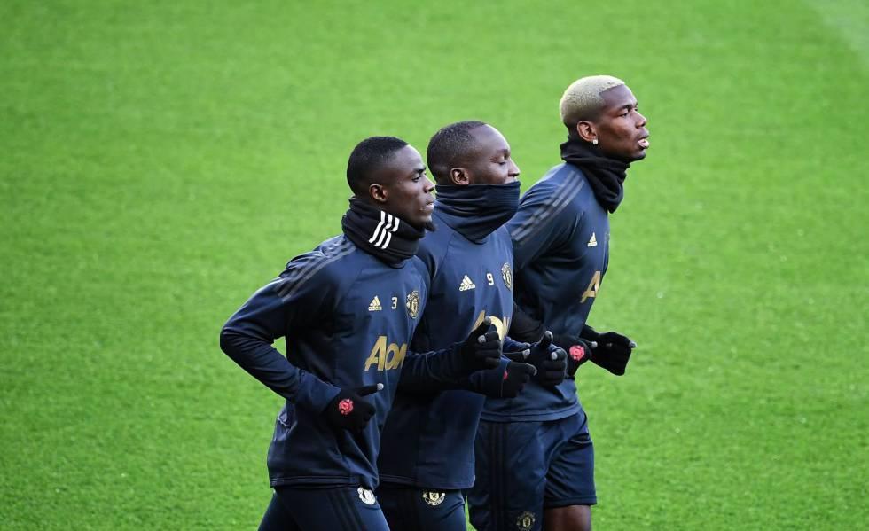 Eric Bailly, Romelu Lukaku e Paul Pogba durante treino em Paris nesta terça-feira