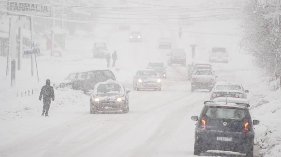 Nevasca obrigou plano de contingência em Bariloche, na Argentina.